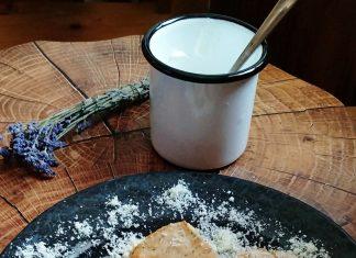Biscuiti sarati cu parmezan oregano busuioc