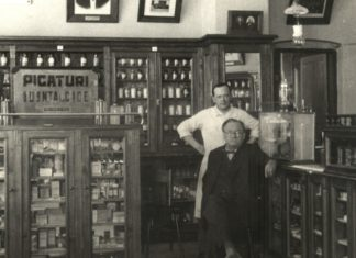 Ion Faltis in farmacie cu fiul Dumitru