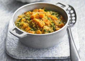 Mancare indiana din spanac cartofi dulci si linte