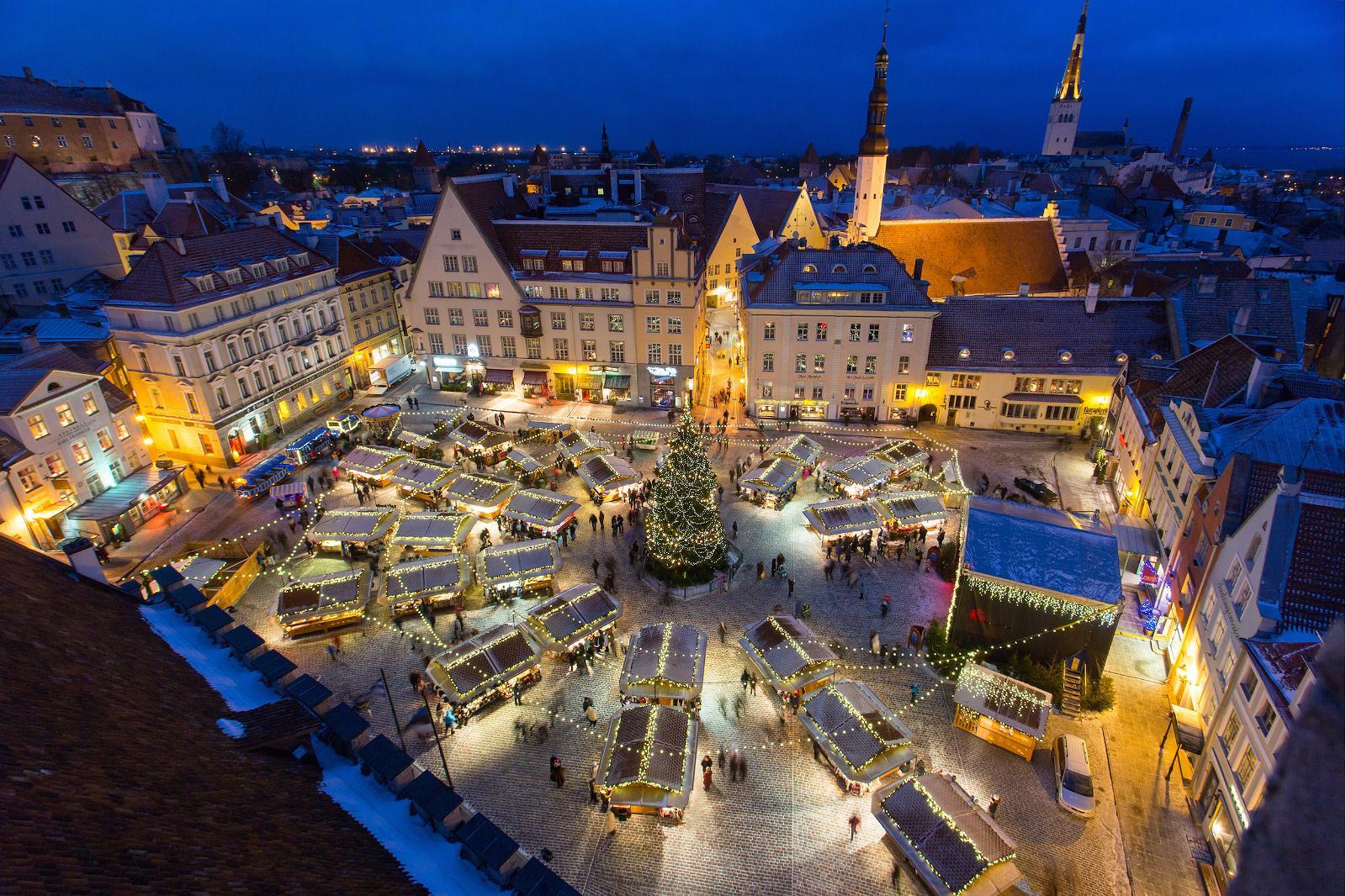 Piata de Craciun din Tallinn Estonia
