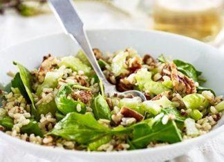 Salata de orez quinoa telina nuci pecan si rucola