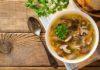 Supa de pui aromata cu noodles si ciuperci