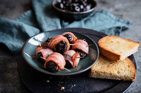 prune invelite in bacon