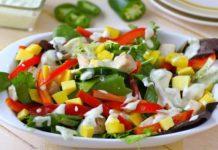 Salata de mango, branza de capra si dressing de iaurt