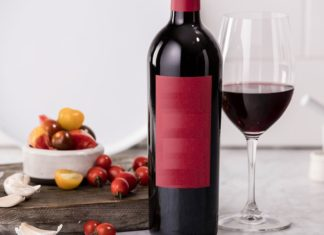 sticla de vin rosu